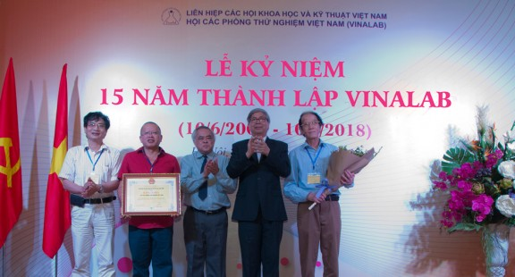 VinaLab celebrates its 15th anniversary and welcomes the Certificate of Merit from the Union