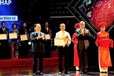 Trung tâm Phân tích và Chứng nhận chất lượng sản phẩm nông nghiệp Hà Nội nhận giải thưởng Chuyển đổi số Việt Nam 2019