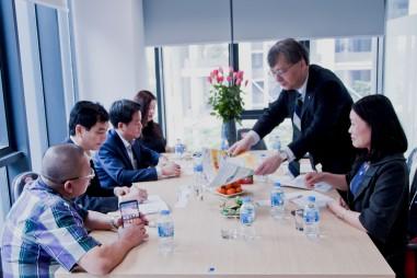 Lãnh đạo VinaLAB làm việc với đại diện Hiệp hội JaiMa