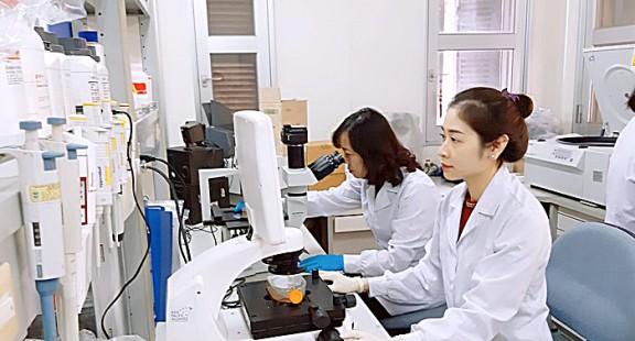 """Đầu tư nghiên cứu y sinh dược học: """"Nuôi quân ba năm"""""""