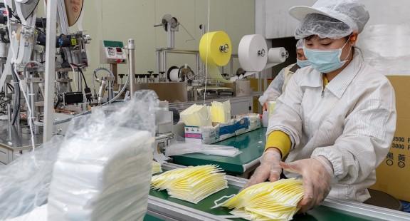 Khẩu trang, quần áo bảo hộ y tế xuất khẩu phải đáp ứng tiêu chuẩn của EU
