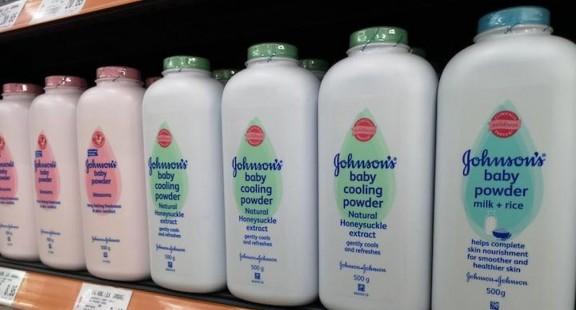 Dừng sản xuất phấn rôm Johnson & Johnson do chứa chất amiăng