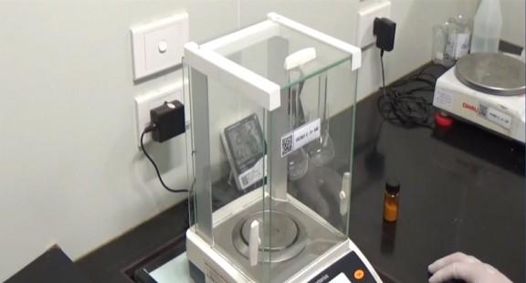 Phương pháp cân trong phòng thử nghiệm: Cân trừ bì (phần 1)