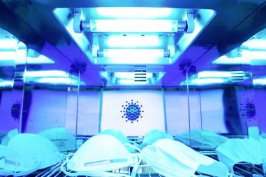 Robot sử dụng tia cực tím để tiêu diệt virus Sars-CoV-2