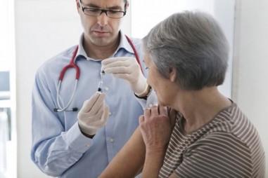 Người cao tuổi sẽ được tiêm thử nghiệm văcxin Covid-19