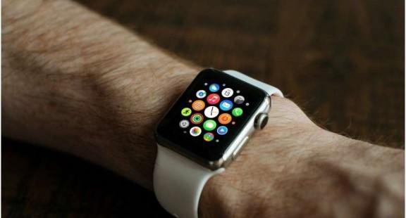 Đồng hồ thông minh có thể phát hiện các triệu chứng nhiễm COVID-19 trước một tuần