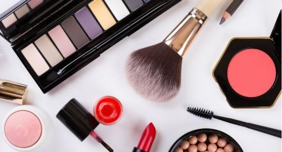 Hơn 1400 sản phẩm mỹ phẩm bị dừng lưu hành vào cuối tháng 8 năm 2021