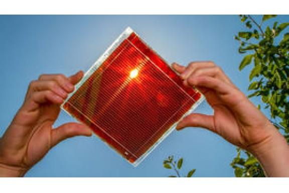 Phương pháp mới chế tạo vật liệu perovskite bằng chất phụ gia cho pin mặt trời