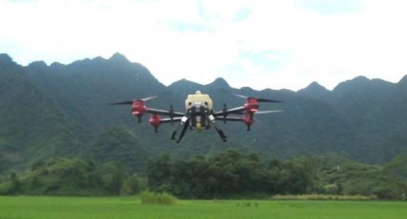 Hà Giang thực nghiệm phun thuốc bảo vệ thực vật bằng vật thể bay
