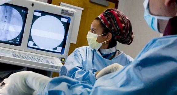 Thử nghiệm dùng dòng điện xoay chiều tần số cực thấp để điều trị đau lưng