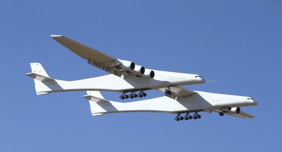 Máy bay lớn nhất thế giới bay thử nghiệm thành công