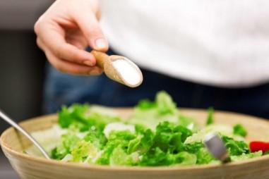 Kiến thức khoa học thú vị mới về bột ngọt: Giảm lượng muối cho người bị huyết áp