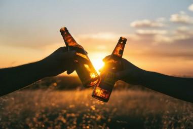 Uống rượu điều độ làm giảm nguy cơ tử vong với người mắc bệnh tim mạch