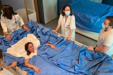Thử nghiệm cho phụ nữ nằm trên giường nước 5 ngày